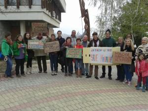 """Арт-акция """"Да спасим цветовете"""". Фото: Evromegdan.bg"""