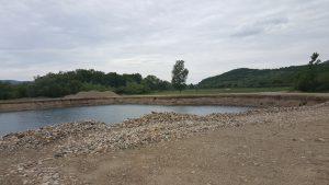Изкуствено езеро, възникнало вследствие на работата на пресевната. Фото: Д.Стоянов