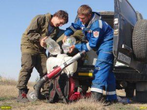 Доброволци подготвят противопожарно оборудване. Снимка: Грийнпийс - Русия