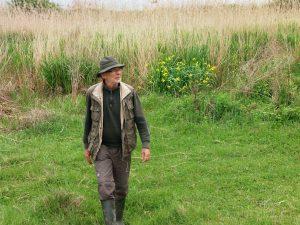Франк Схългъс е притеснен, че презастрояването застрашава отлични места за наблюдение на птици, какъвто е районът около Тънково - съвсем близо до Слънчев бряг. Фото: Велина Барова / species.bluelink.net